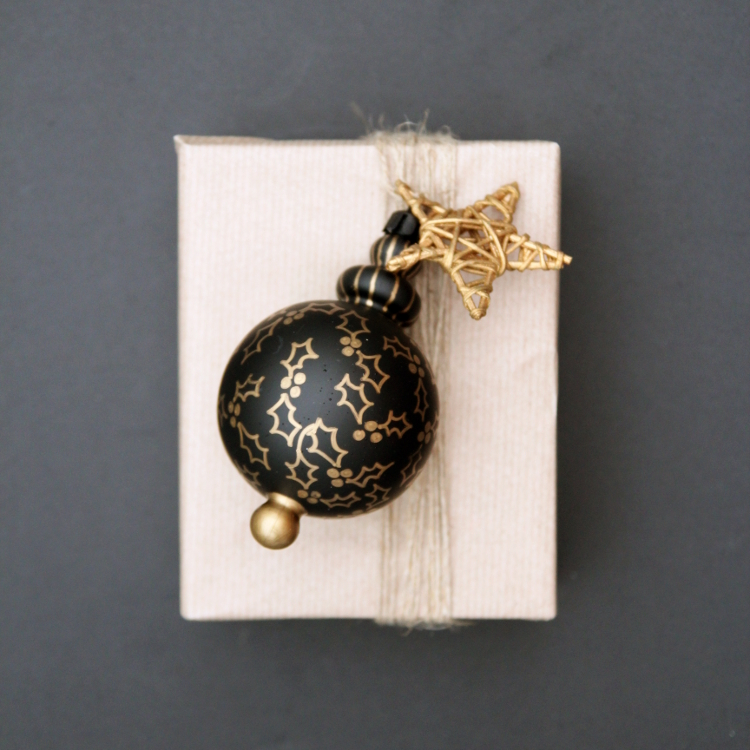 DIY DECORATED BAUBLE GIFT TOPPERS