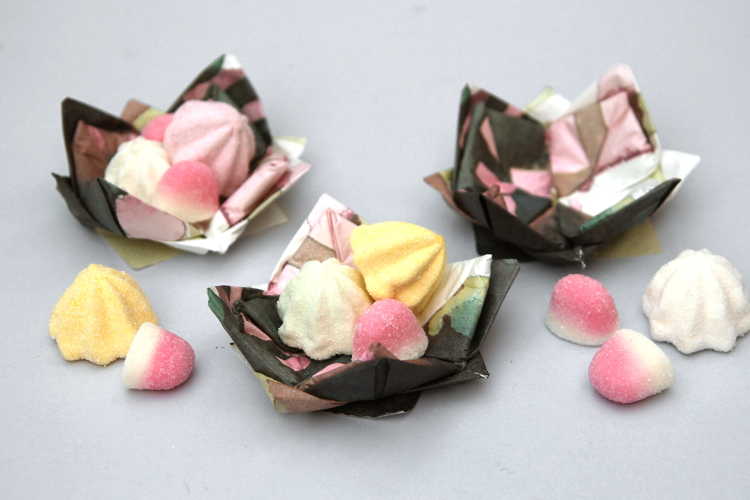 HOW TO MAKE ORIGAMI LOTUS FLOWER CANDY DISHES USING PAPER NAPKINS