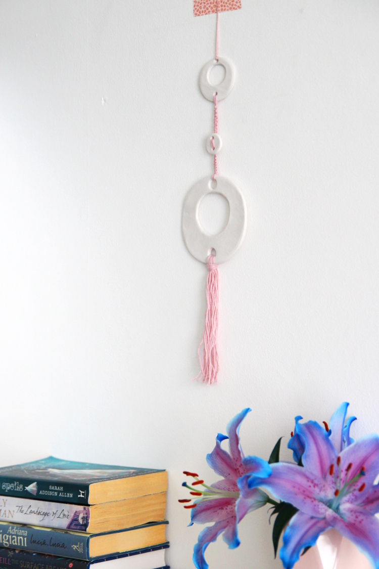 Learn how to make an air dry clay and macrame wall hanging with this simple tutorial #airdryclay #macrame #claycrafts #yarn #diy #crafts #wallart #gatheringbeauty
