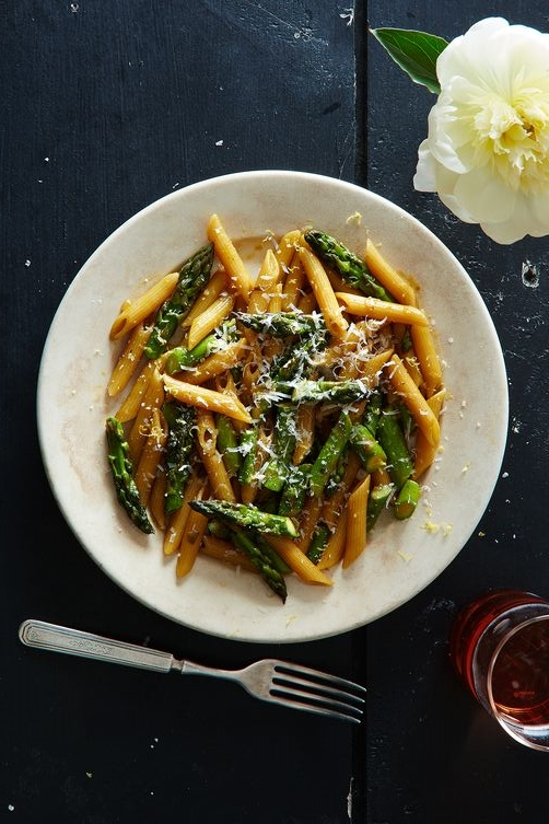 http://food52.com/recipes/57388-risotto-style-pasta-with-asparagus-and-lemon