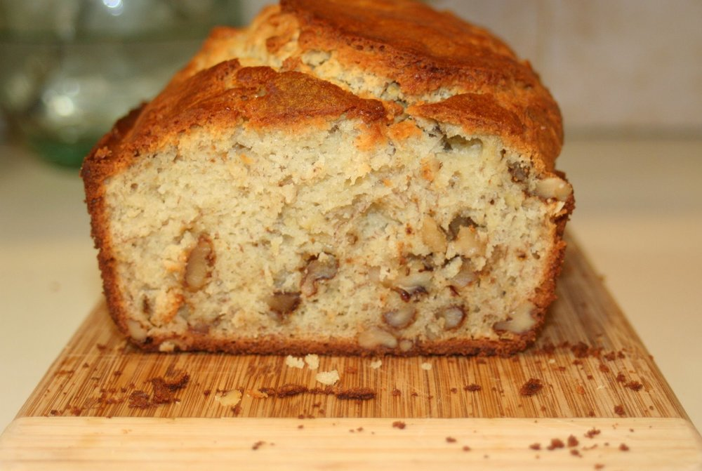 Emeril Lagasse's amazing banana bread - via The Entertaining house
