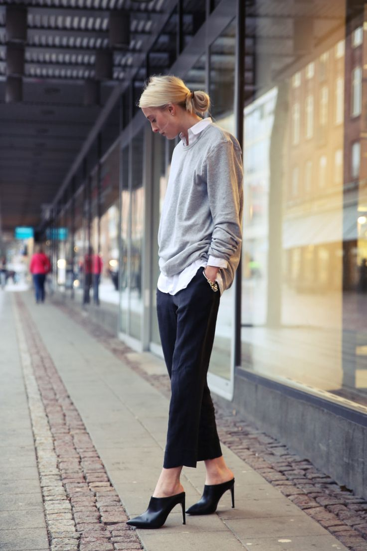 Carolyn Bessette Kennedy looked stylish in mules in the 1990s. This timeless look remains fresh today. Image source unknown.