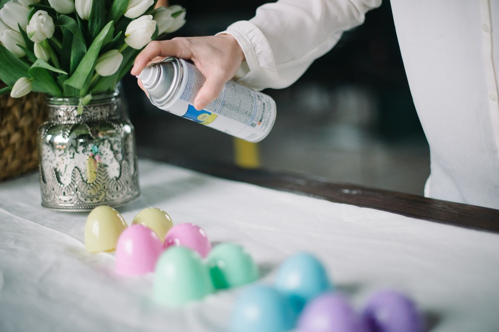 Here's a little DYI tip I love. Add some elegance to your table by spray painting inexpensive plastic eggs with stone or metallic spray paint. Idea and image via  Pottery Barn .