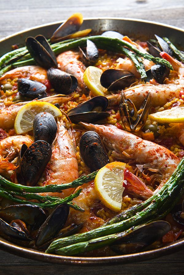 Paella Party 101 - The Entertaining House. Image via Yes, More Please