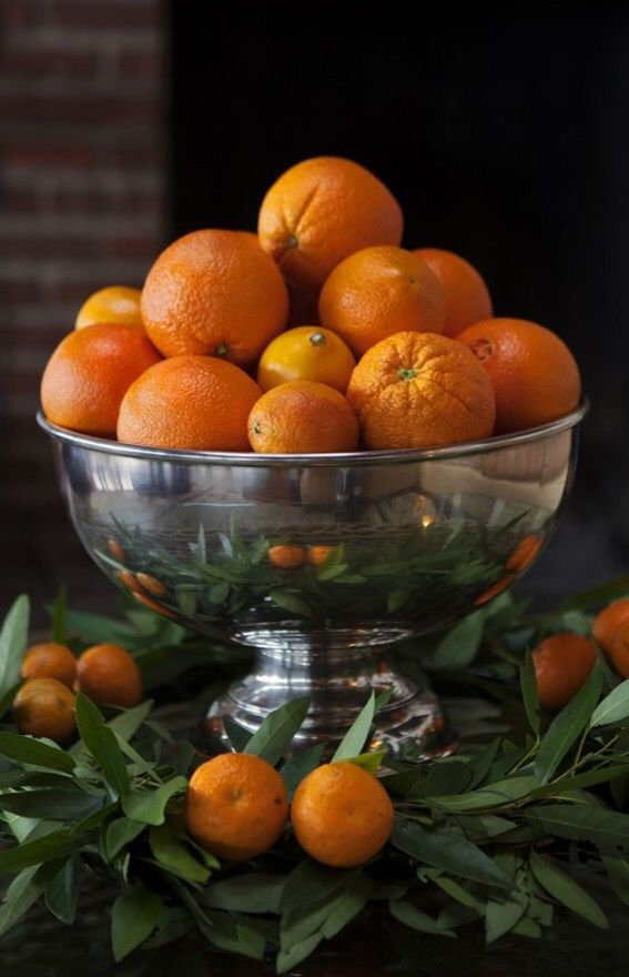Decorating for the holidays naturally :: When a simple orange becomes anything but. The Entertaining House. Image via  Tumblr.