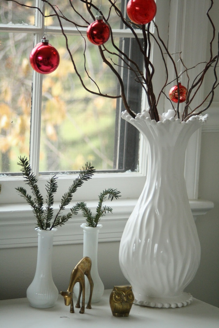 Decorating for the holidays :: Creative ways to use ornaments. The Entertaining House. Image via  Primitive and Proper.