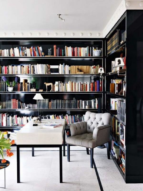 Stunning ways to incorporate your book collections into your home decor. Image House Beautful