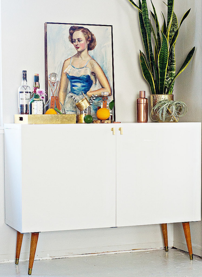 20 Stirring Ideas for Creating a Stunning at home Bar. Image Pop Sugar