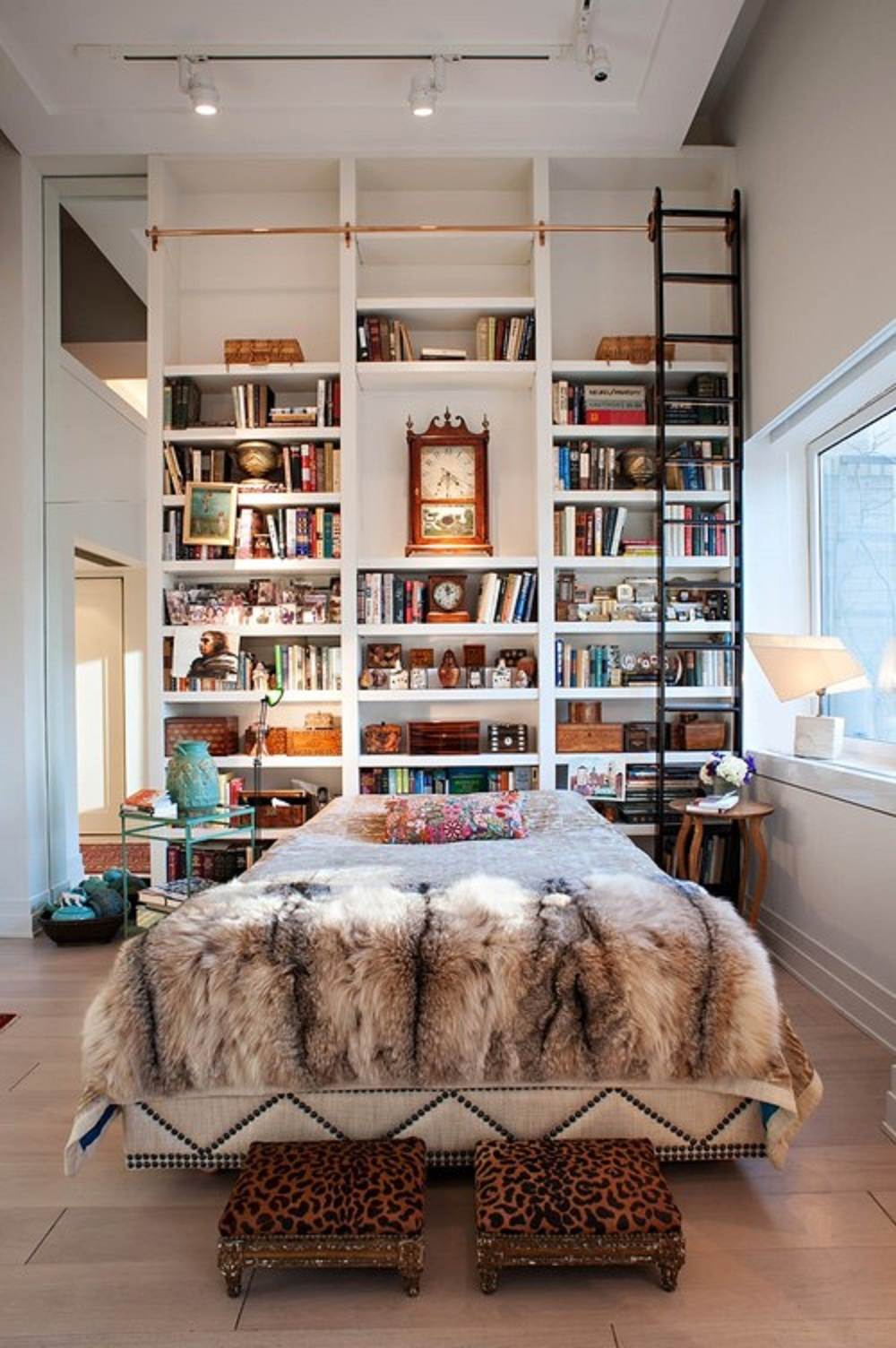 The many uses for the library ladder in the home. Image via Home Design Ideas