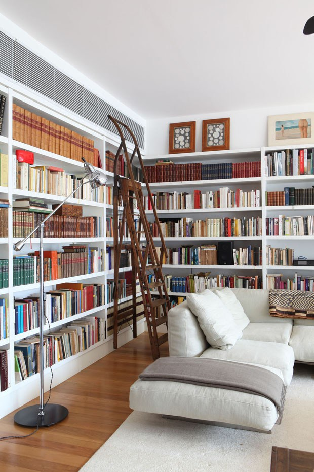 The many uses for the library ladder in the home. Image via Planet Deco