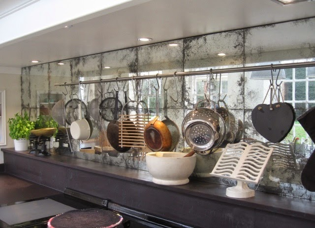 Through the Looking Glass :: Mirrors in Home Decor. Image via Saligo Design.