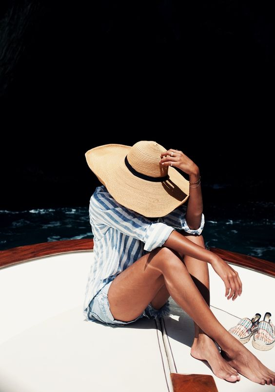 15 Summer wardrobe essentials. Image via SincerelyJules.