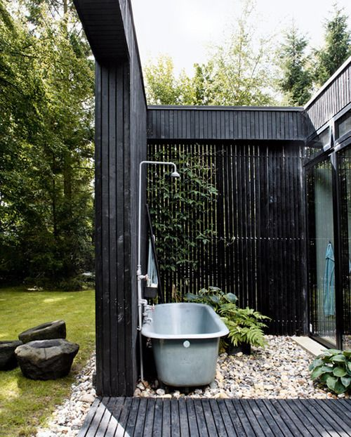 Soaking up nature :: 12 Stunning outdoor baths - Image via Tumblr