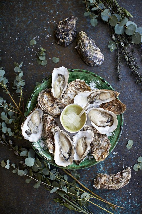 Stylish Bites :: Celebrating National Oyster Day. Image via Jessica Gordon Ryan/The Entertaining House - I happen to like them raw on the half-shell, myself... sometimes with lemon, sometimes with cocktail sauce and horseradish....  Image via Helen Cathcart