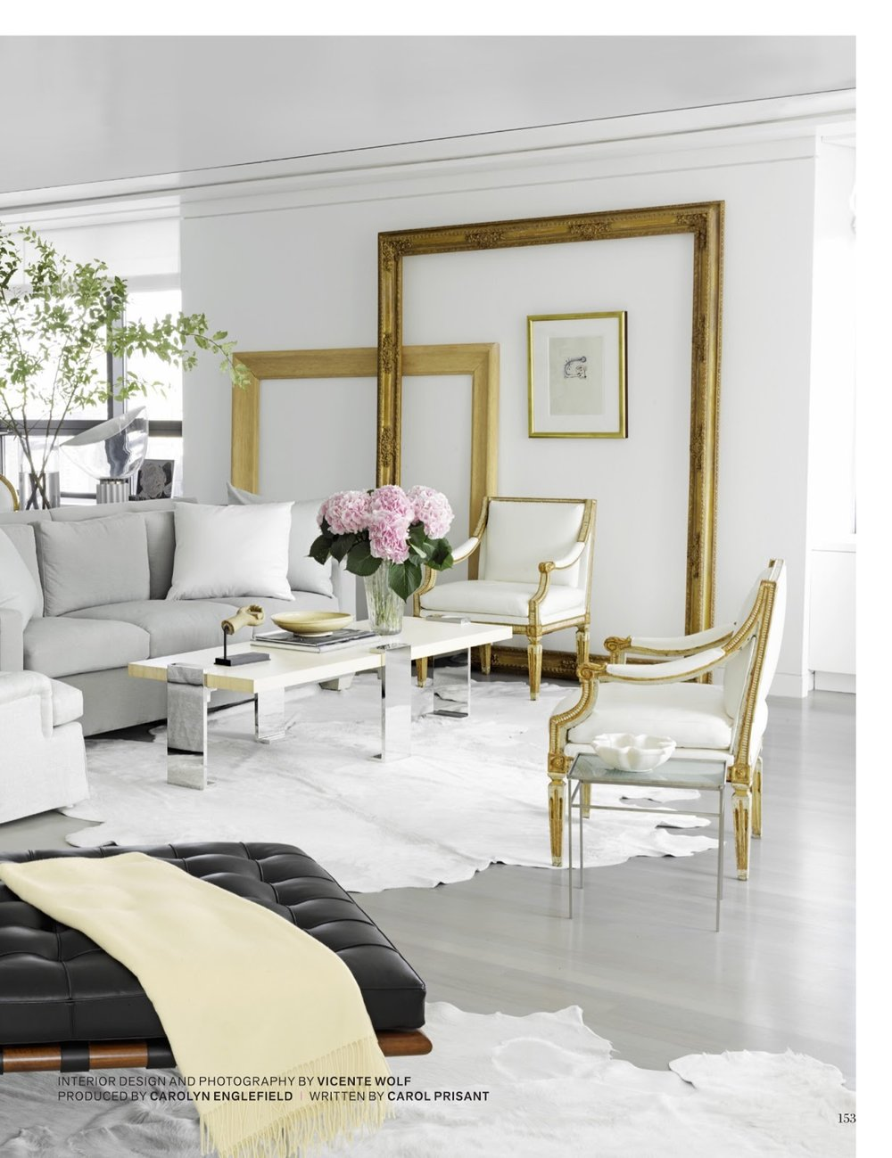 The White Couch :: Your Blank Canvas to Design. Image via Veranda (Vincente Wolf Interiors)