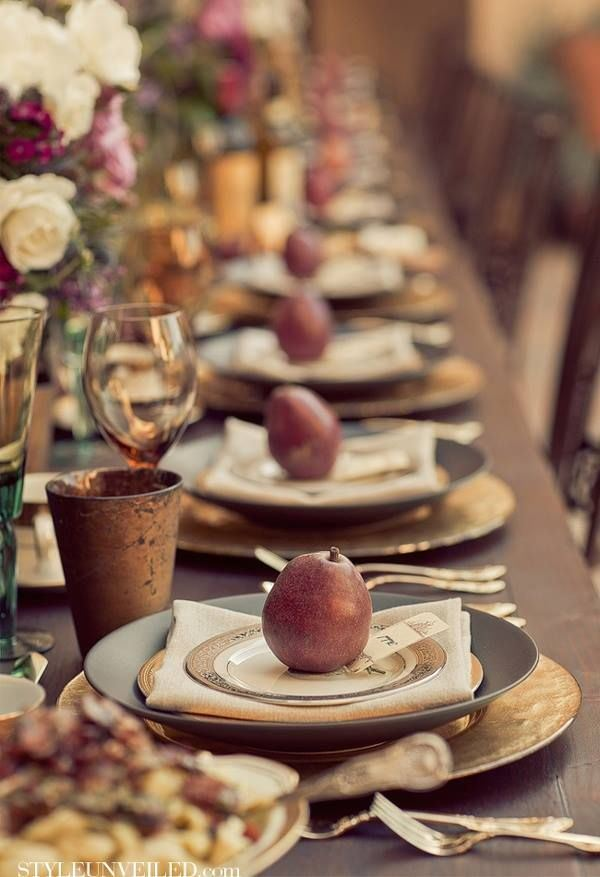 Setting the holiday table, organically — The Entertaining House