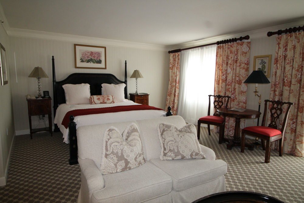 Quintessentially Connecticut :: Celebrate Spring at Saybrook Point Inn, Old Saybrook, Connecticut (Image via Jessica Ryan) Generously-sized guest rooms are both charming and elegant in a style fitting to the area.