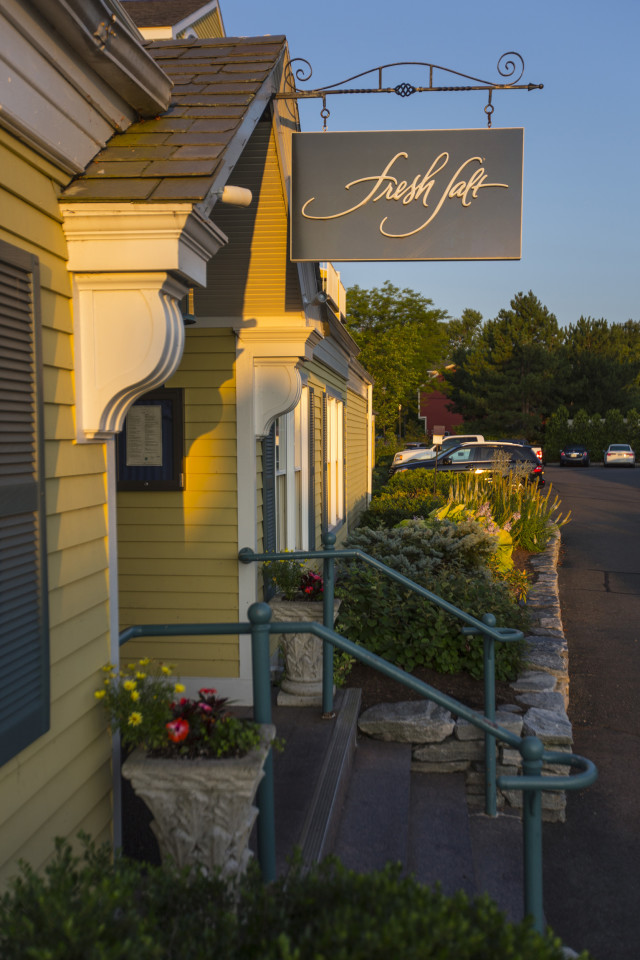 Quintessentially Connecticut :: Celebrate Spring at Saybrook Point Inn, Old Saybrook, Connecticut Fresh Salt is the inn's award-winning restaurant (Image via Saybrook Point Inn)