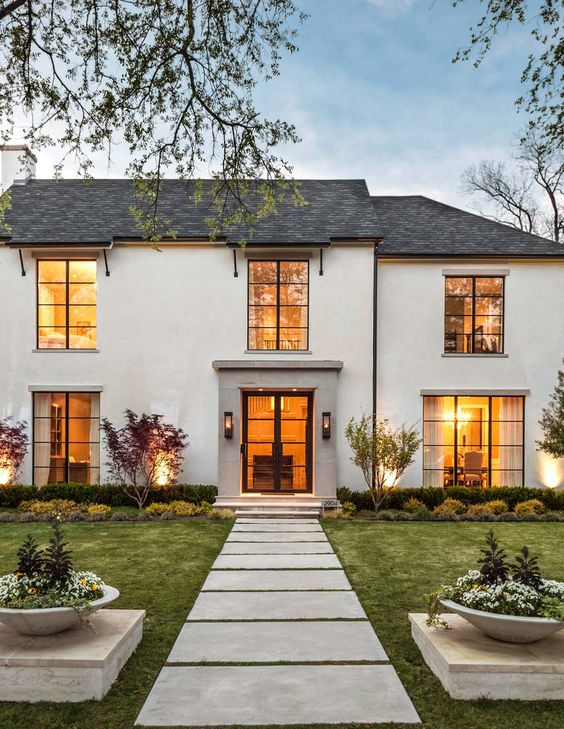 Desired and Inspired :: White House Splendor. Image via  Robert Elliott Custom Homes