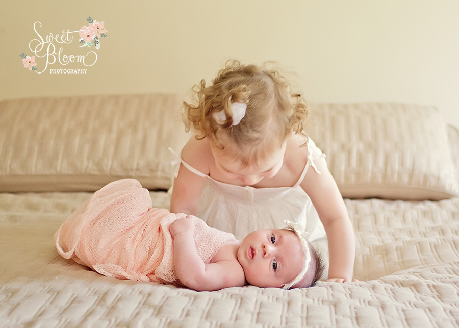 Cincinnati Ohio Lifestyle Newborn Photographer | Sweet Bloom Photography | www.sweetbloomphotography.com
