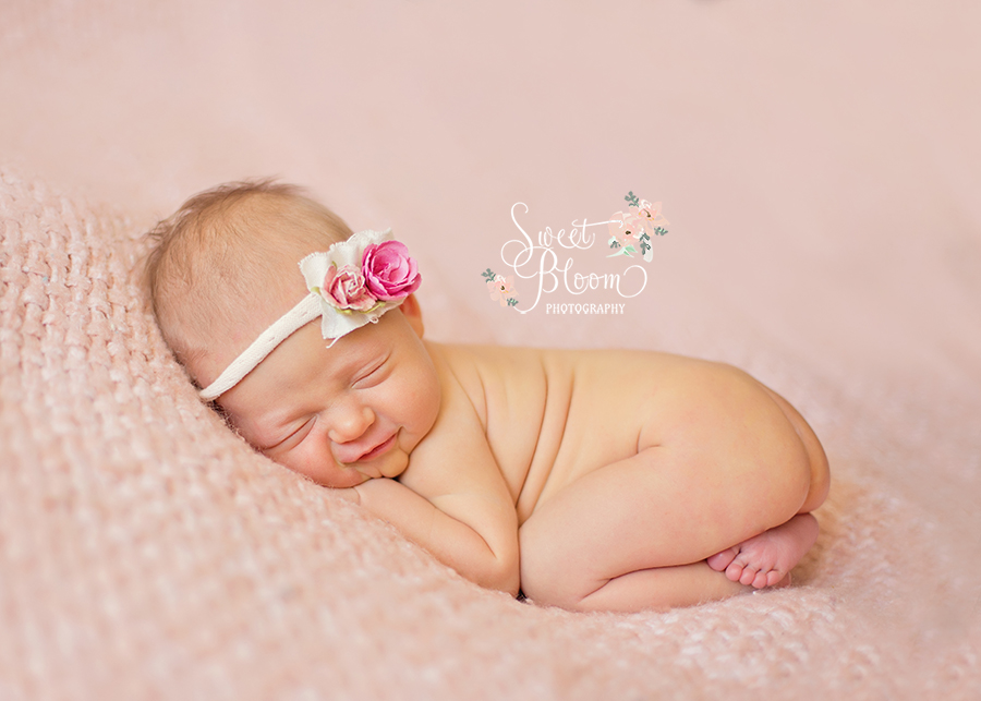 Dayton Ohio Smiling Newborn Photography Session | Sweet Bloom Photography | www.sweetbloomphotography.com