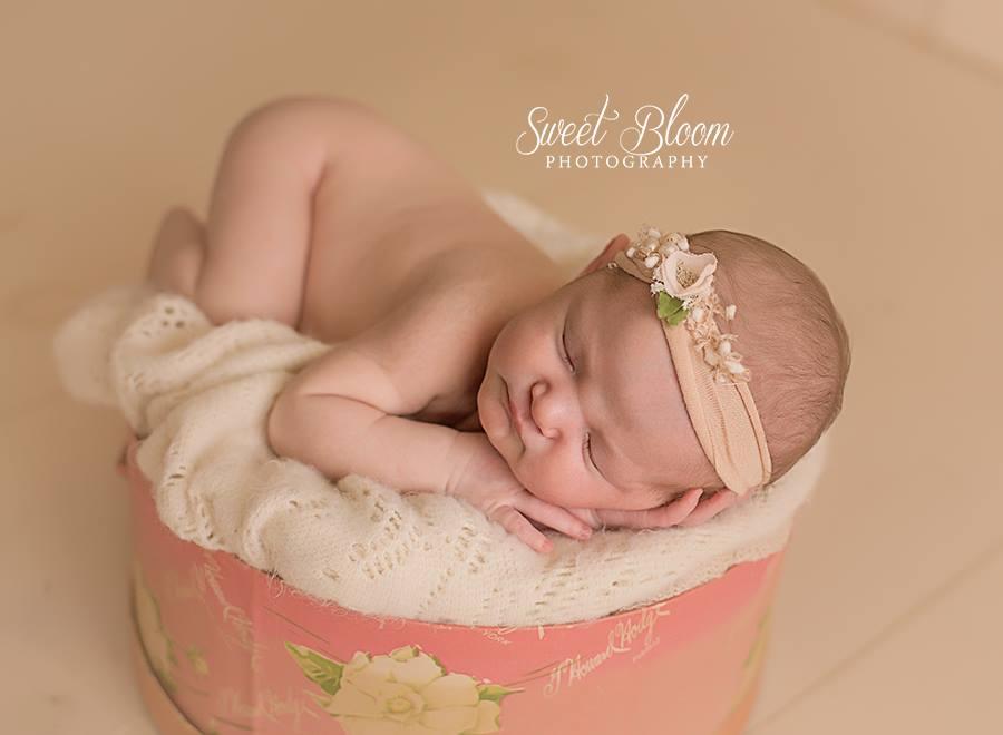 Beavercreek Ohio Newborn Photography Session | Sweet Bloom Photography | www.sweetbloomphotography.com