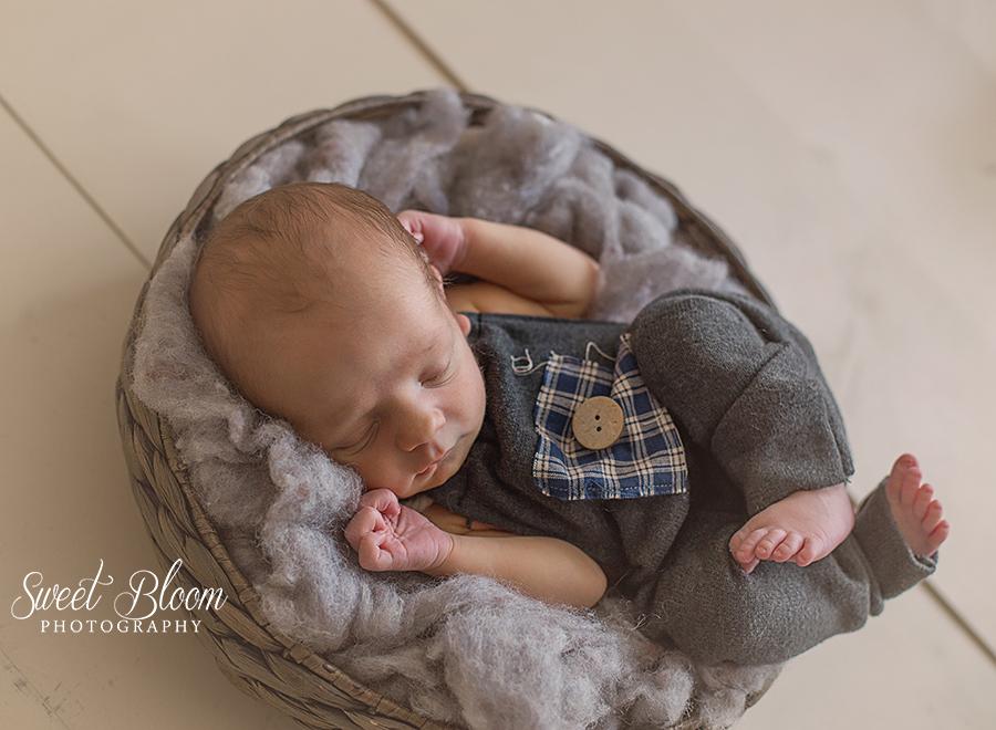 Liberty Township Ohio Newborn Photographer | Sweet Bloom Photography | www.sweetbloomphotography.com