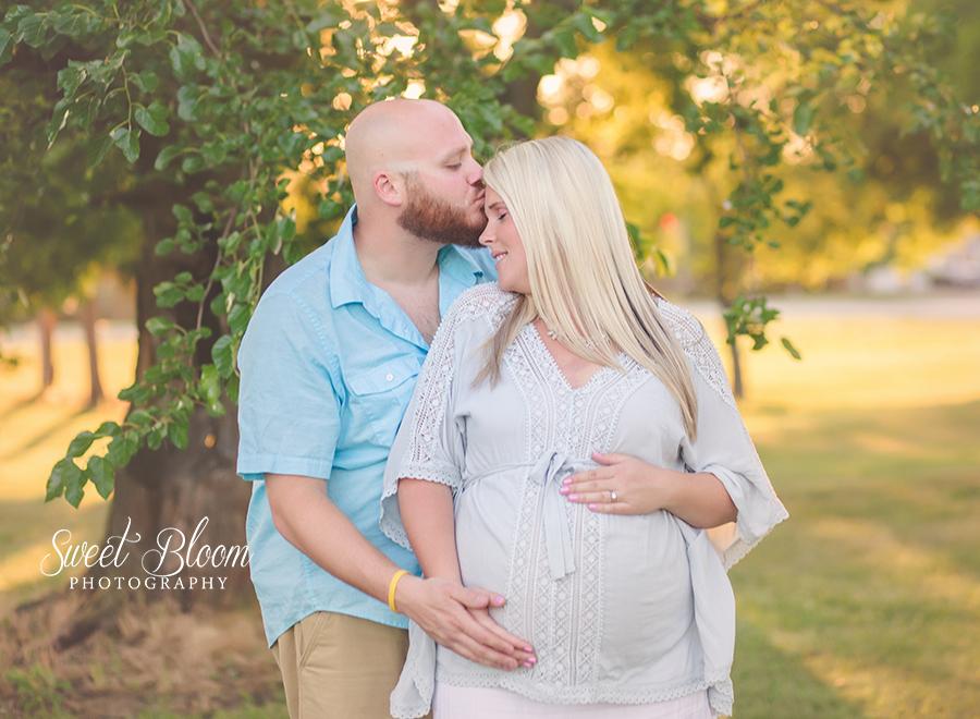Springboro Ohio Maternity Photographer | Sweet Bloom Photography | www.sweetbloomphotography.com