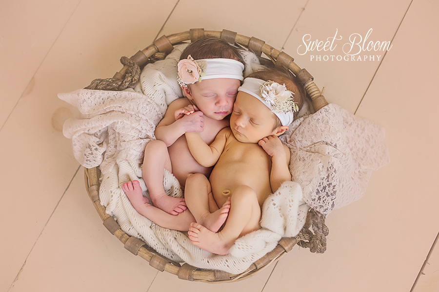 Dayton Ohio Twin Newborn Photography Session | Sweet Bloom Photography | www.sweetbloomphotography.com