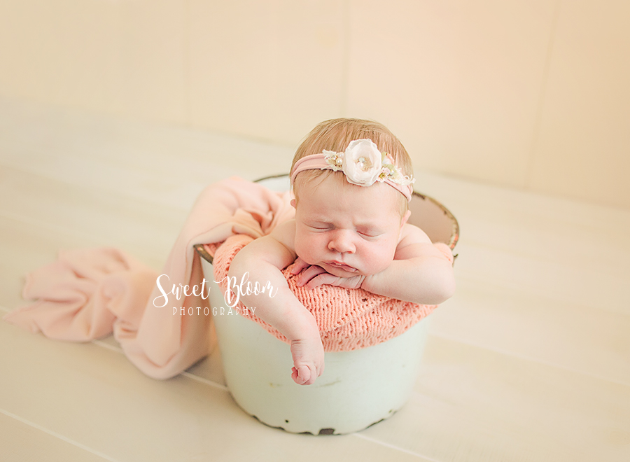 Dayton Ohio Newborn Photography Session | Sweet Bloom Photography | www.sweetbloomphotography.com