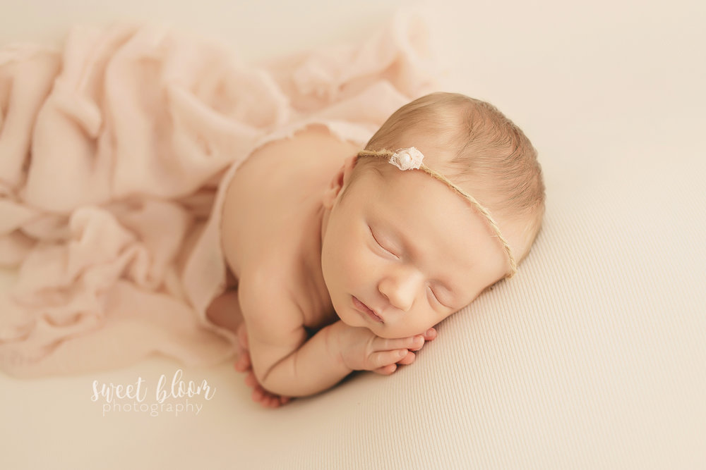Lexington ky newborn photographer little girl