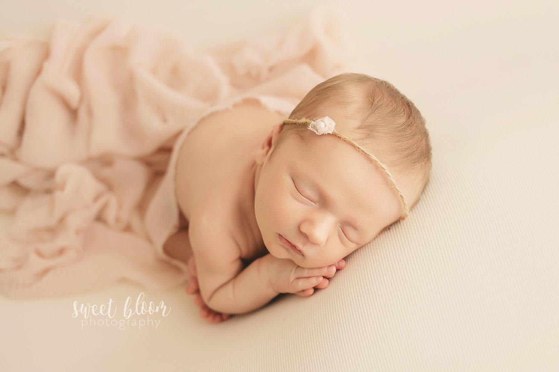 a7192e19b707a Newborn Photographer in Lexington KY