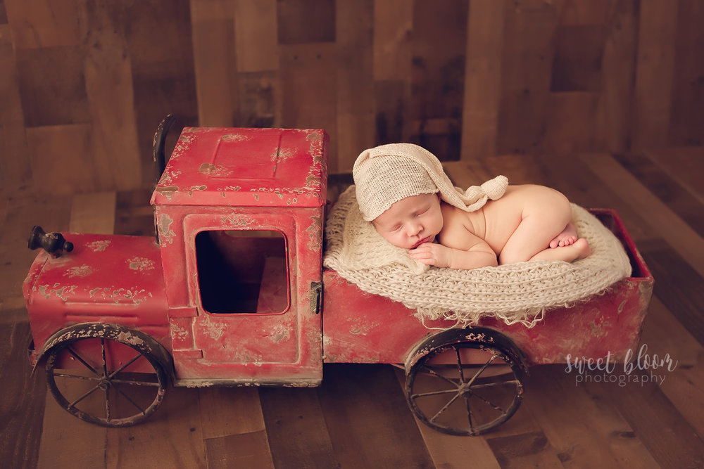 Kentucky Newborn Photographer Vintage Red Truck 2.jpg