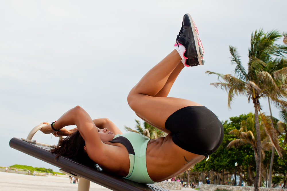Move your legs towards your body, rolling your pelvis backwards and raise your hips off the bench. Contract you abs and hold for one second before slowly returning to the starting position.