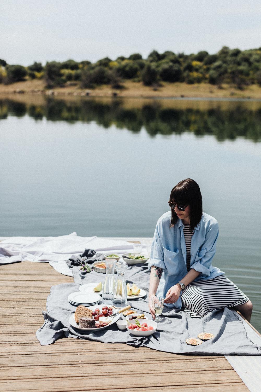 Soraia Martin's casual solo picnic.