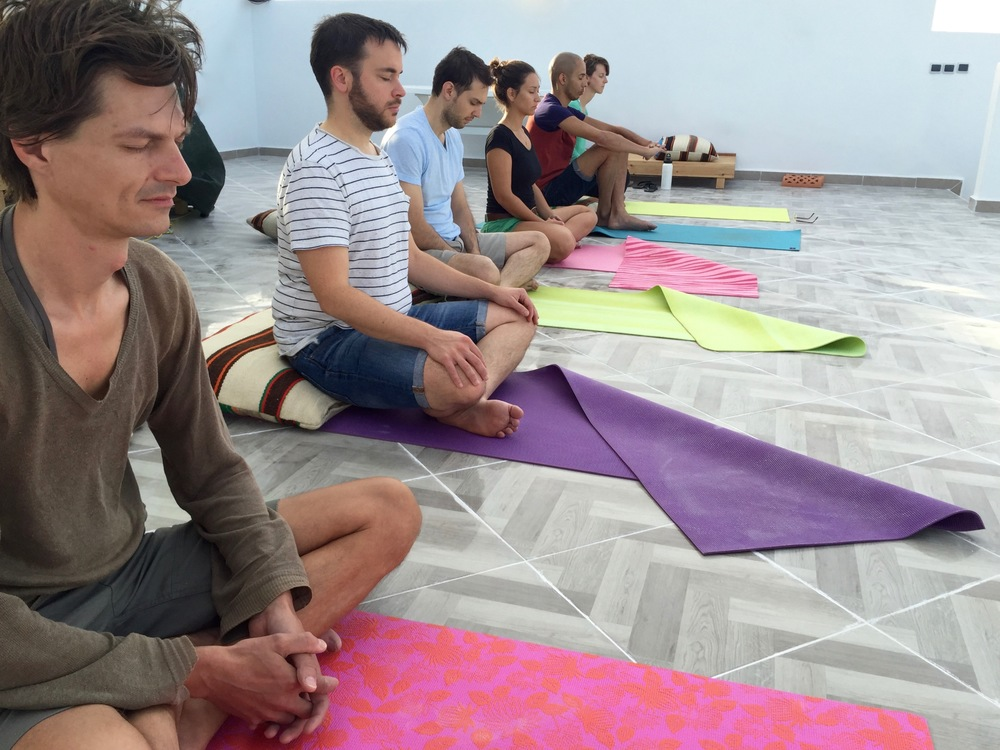 The rooftop is ideal for yoga classes but also workshops or talks.