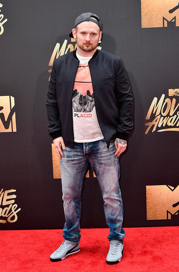 mac-lethal-mtv-movie-awards-2016-mens-fashion.jpg