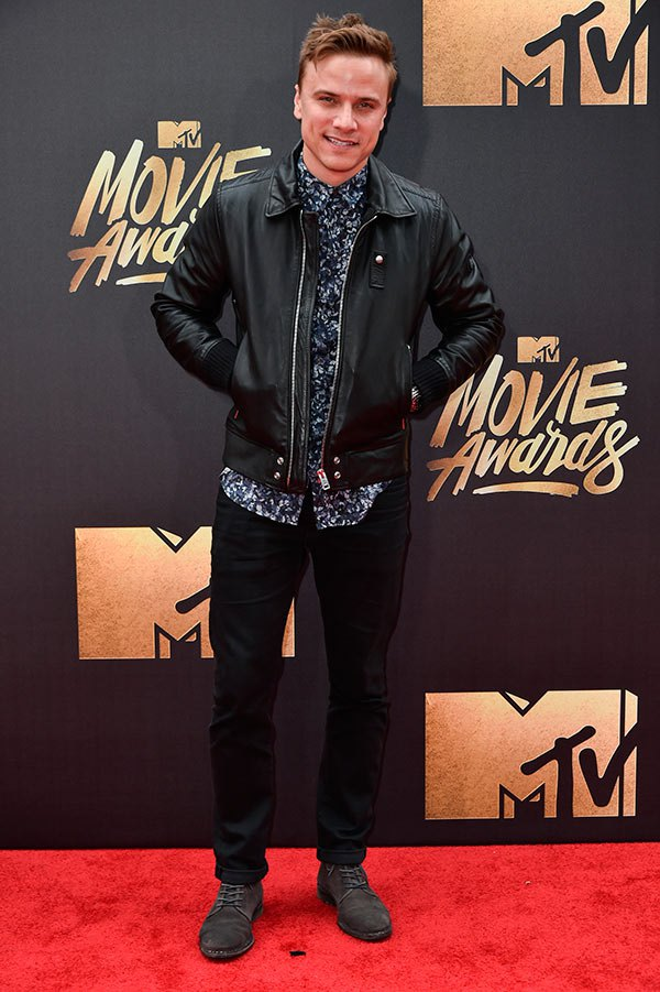 matt-cutshall-mtv-movie-awards-2016-mens-fashion.jpg