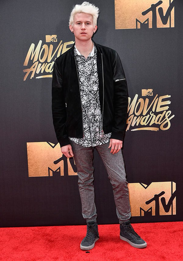 ricky-dillon-mtv-movie-awards-2016-mens-fashion.jpg