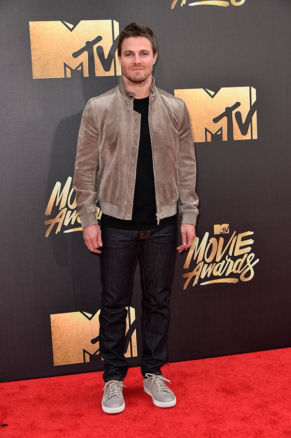 stephen-amell-mtv-movie-awards-2016-mens-fashion.jpg