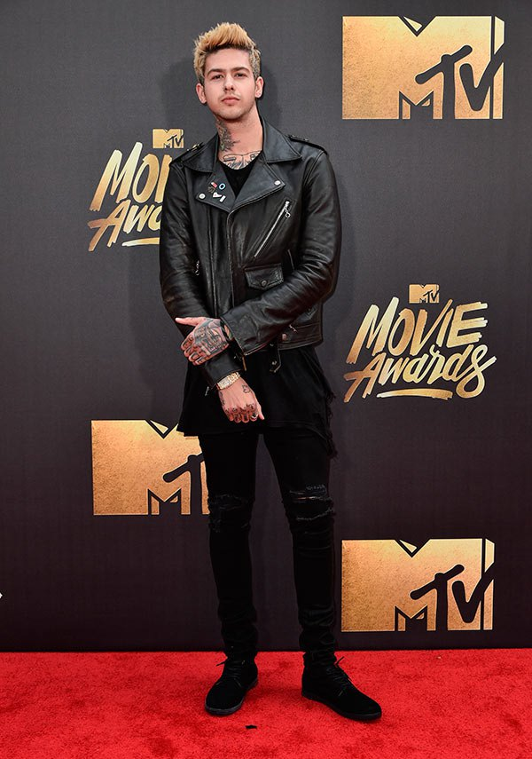 t-mills-mtv-movie-awards-2016-mens-fashion.jpg
