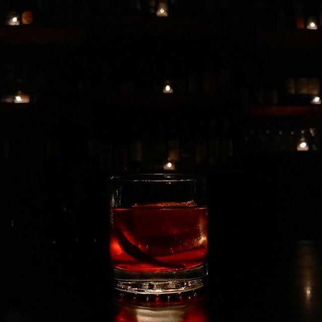 We think our Negroni tastes best illuminated by candle light. Thanks for the snap @thesquirrelofpossibility