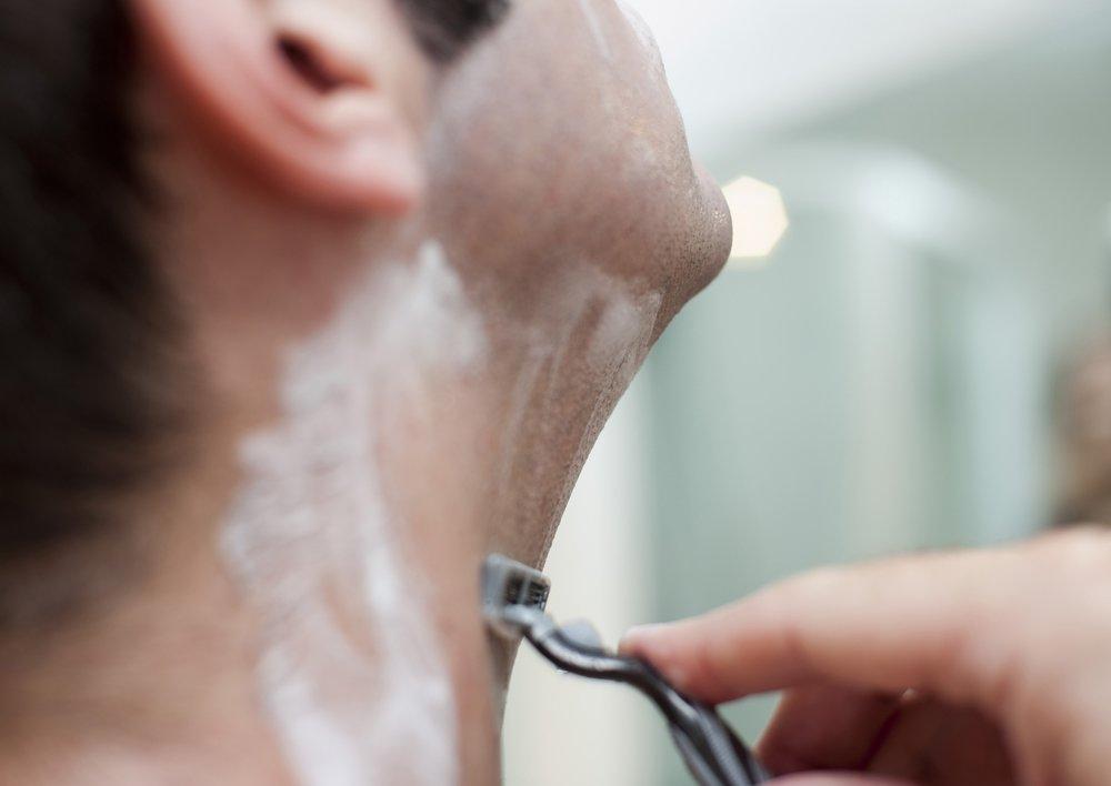 man_shaving.jpg