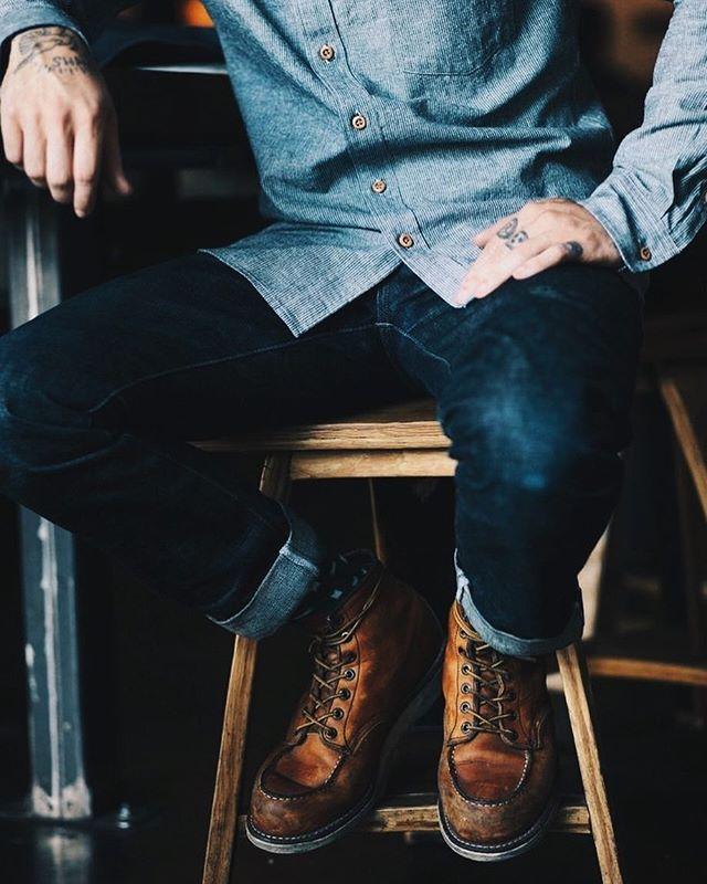 Hablemos de denim: En apariencia fácil de combinar, sin embargo una mala decisión de tejidos puede llevarte por mal camino.  Más → beagentleman.co | Link en bio  ___ #BEAGENTLEMAN #MaximilianoVillegas #Style #Grooming #Fashion #TheGoodLife #LifeHacks #Lifestyle #Gentleman #MVStyle #unconstructed #ironheart #rawdenim #denimlovers #redwingboots #boots #denimstyle #workwear