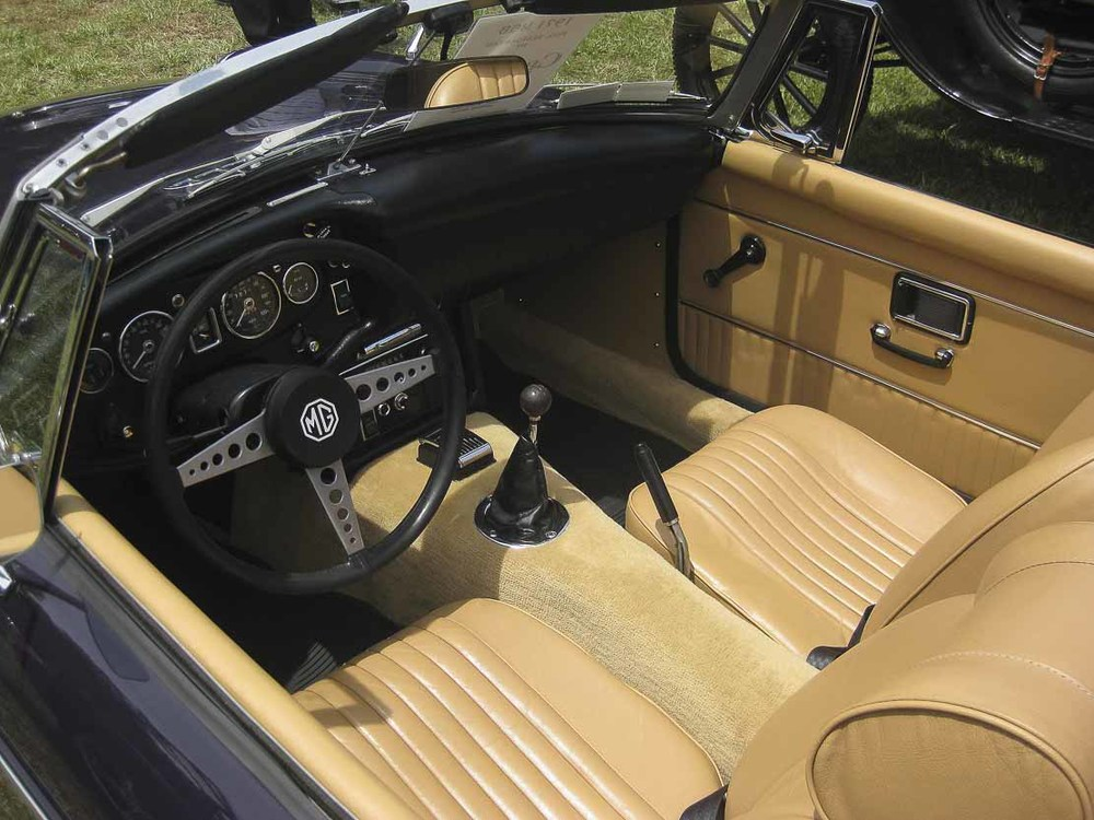 "Beautiful ""buscuit"" interior in leather"