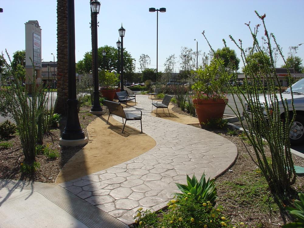 Los Jardines walkway.JPG