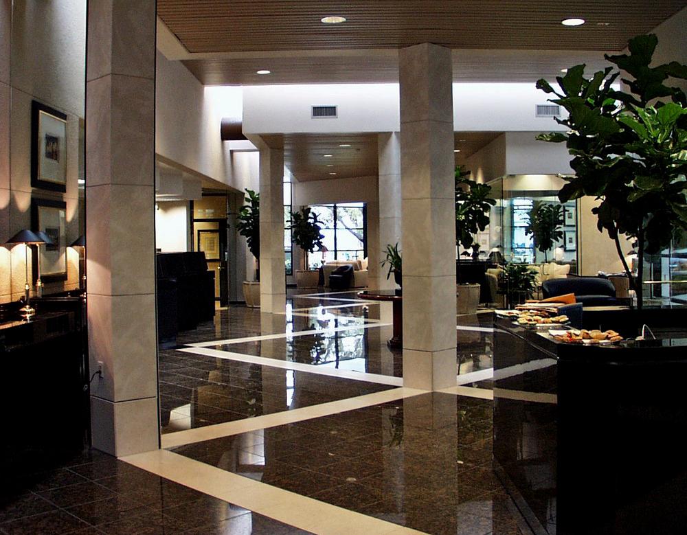 Bank of Tampa Brandon (interior)(edit)2.jpg