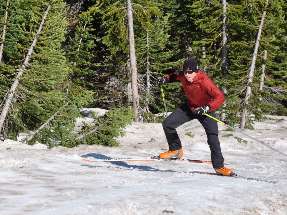 skate-skiing-uphill