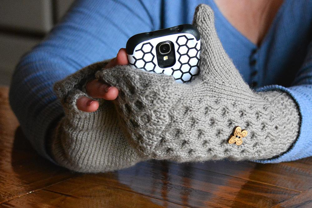 Flip-top fingerless gloves knitting pattern
