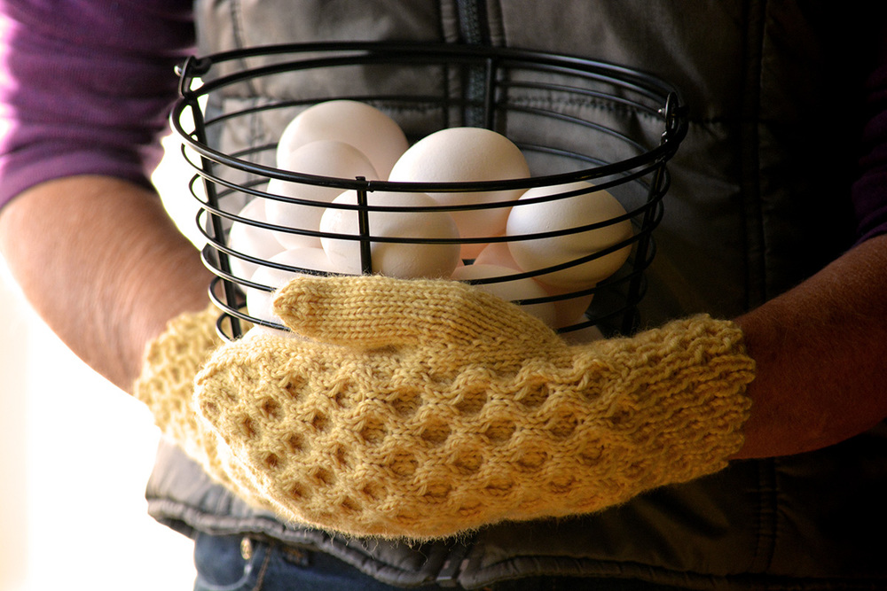 """Honeycomb cable mittens knitting pattern """"The Honey Tree"""""""